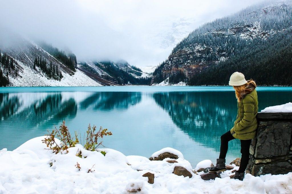 зимен пейзаж и студ