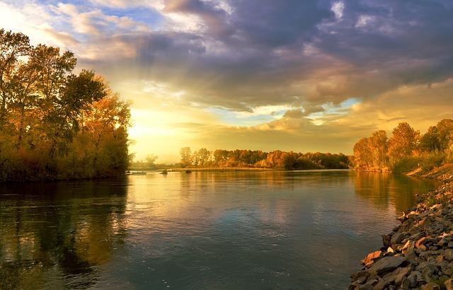 есенен пейзаж с намалено есенно слънце